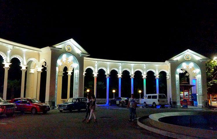 Колоннада ночью, Гагра