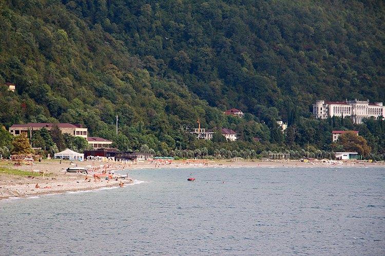 пляжи абхазии фото с описанием