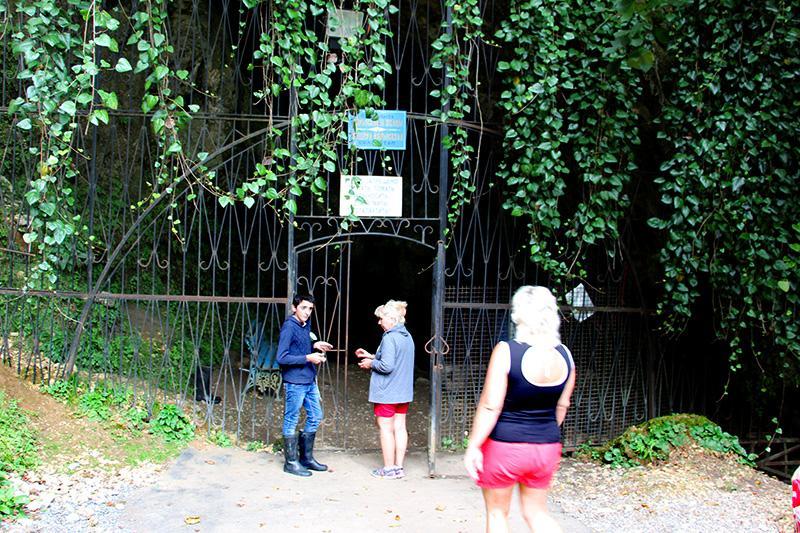 Вход в пещеру Абрскил