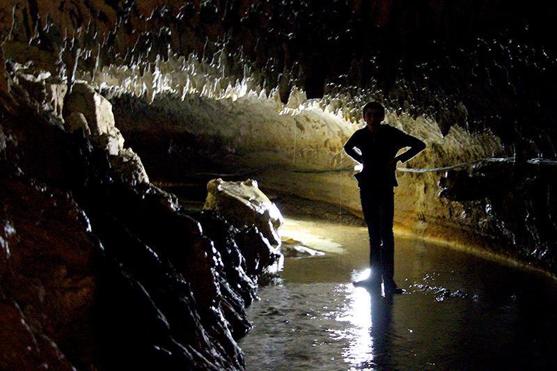 Наш гид по пещере Абраскила