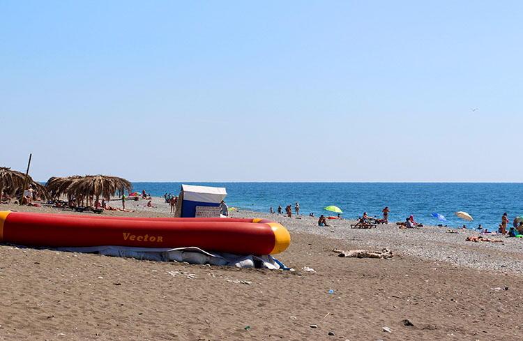 Мусор на пляжах