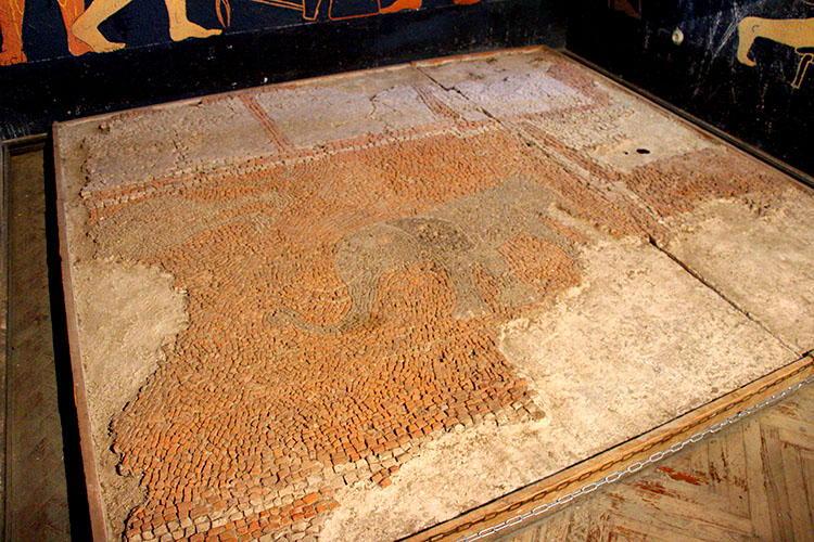 Фрагменты древней мозаики