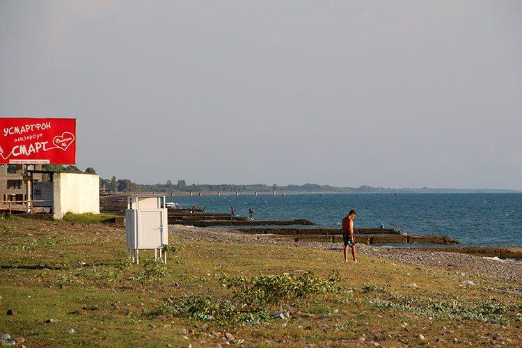 Новые раздевалки на окраине Очамчиры