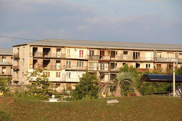 Наполовину жилая многоэтажка
