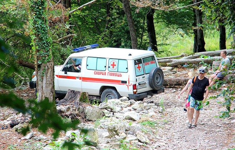 ВАбхазии старая туристка из Российской Федерации погибла после падения сбалкона